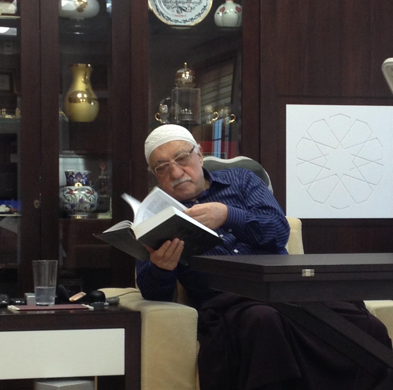 Muhterem Fethullah Gülen Hocaefendi sözlüğe müracaat ediyor