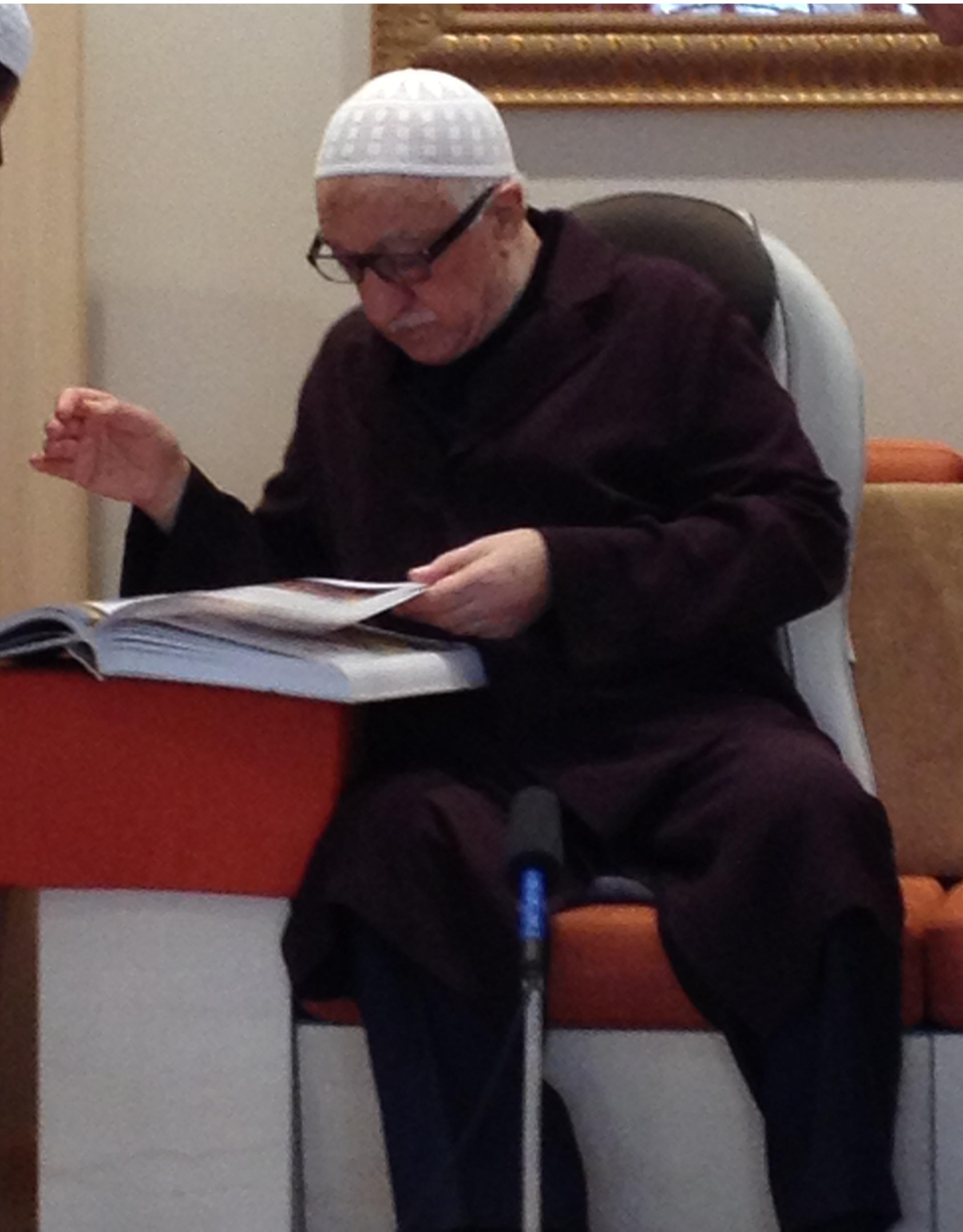 Muhterem Fethullah Gülen Hocaefendi,