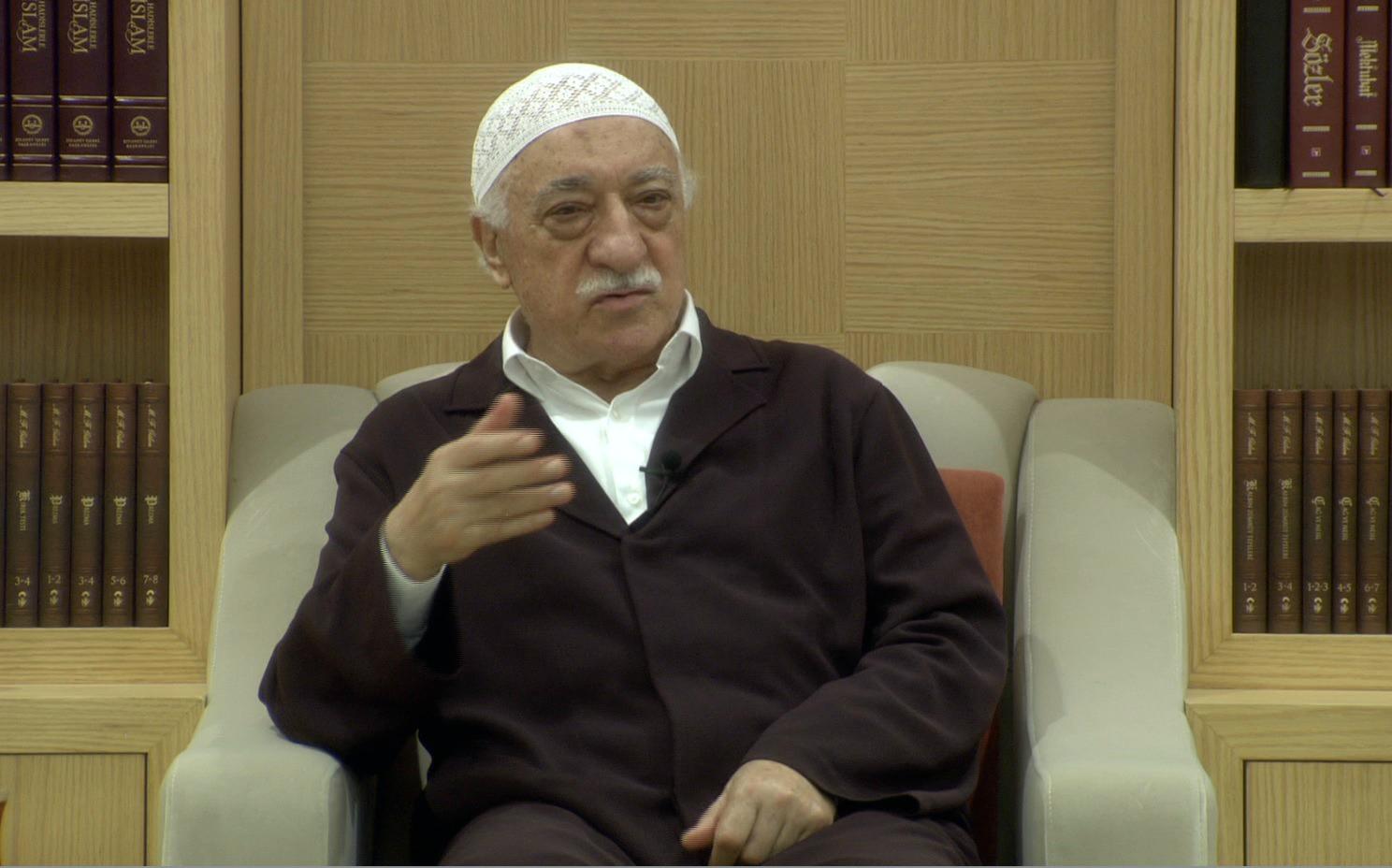 Muhterem Fethullah Gülen Hocaefendi Sohbet Ederken