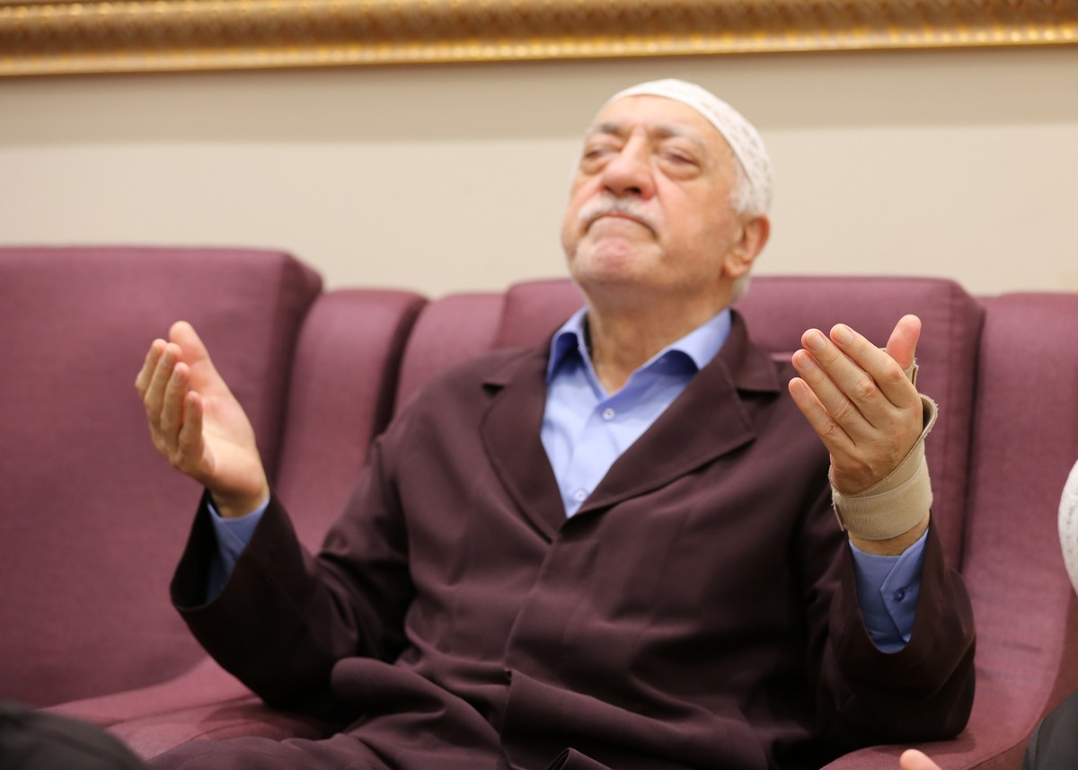 Muhterem Fethullah Gülen Hocaefendi bayram namazı sonrası dua esnasında