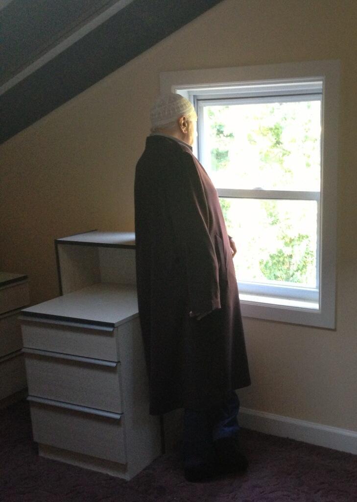 Muhterem Fethullah Gülen Hocaefendi tamir edilen evimize taşındıktan sonra daha kendileri yerleşmeden bizim çatı katındaki odalarımızı şereflendirirken