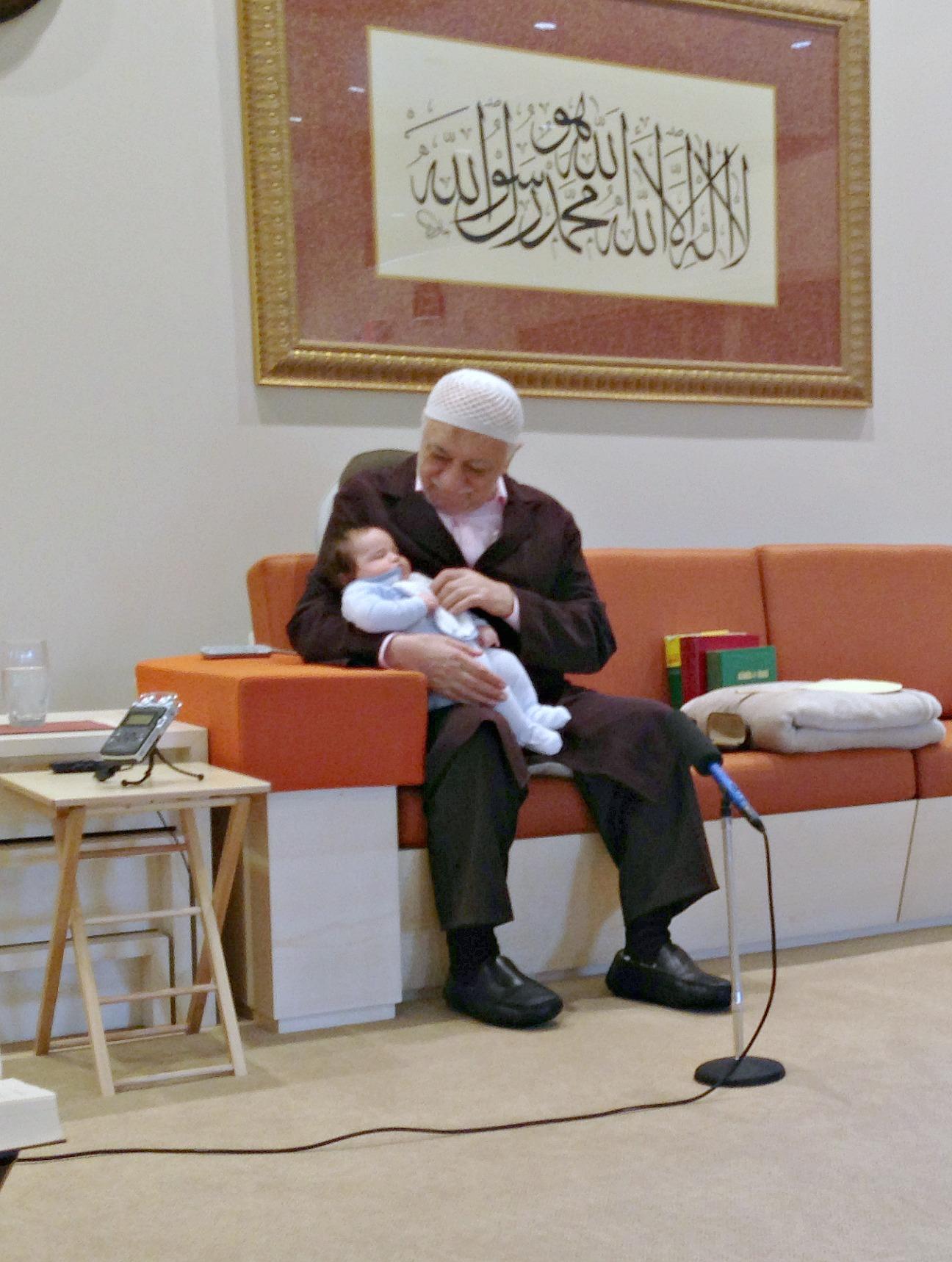 Mustafa Fehmi Okur kardeşimiz de muhterem Fethullah Gülen Hocaefendi'nin duasını almaya gelmişti; muradına erdi